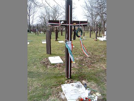 Mansfeld Péter sírja az Újköztemetőben, forrás: wikimedia commons