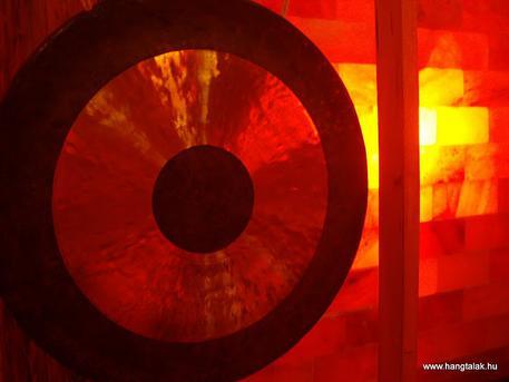 Tibeti hangtál és gong relaxáció a sóbarlangban