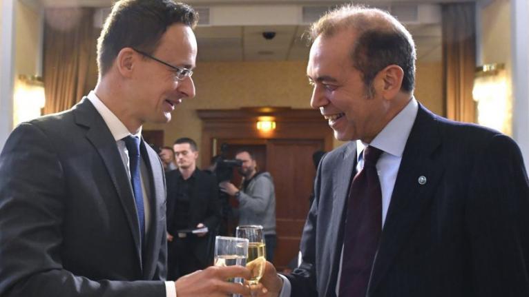 Basszám Ghraoui, a csokibirodalom elhunyt vezetője Szijjártó Péter külügyminiszterrel