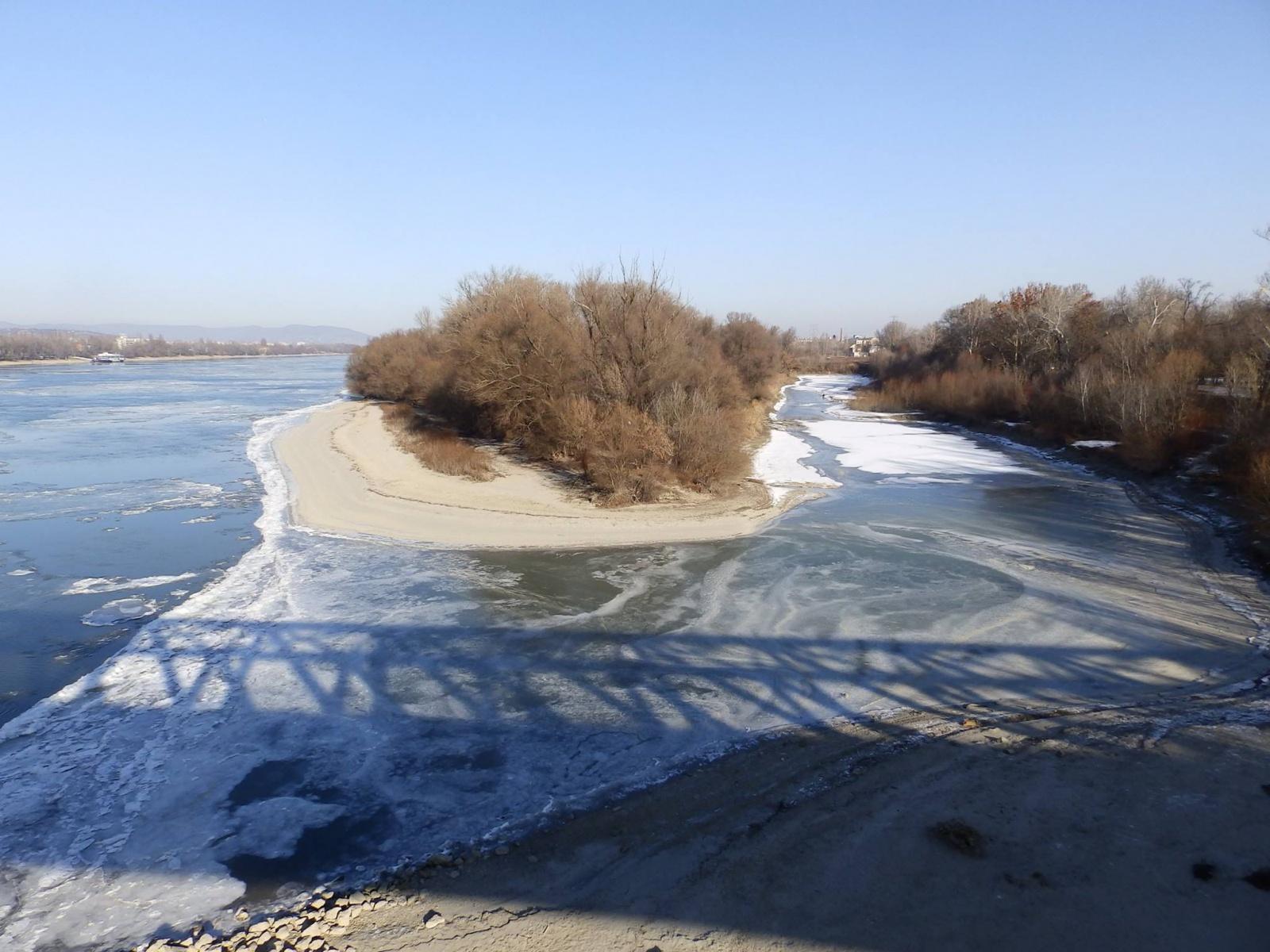 Zajló Duna az Újpesti Vasúti hídról (fotó: Dornyi Gyula)