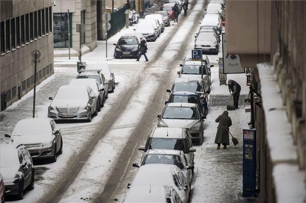 Még marad a hó (fotó: Balogh Zoltán - MTI)